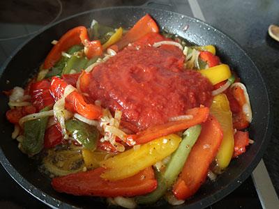 .pimientos fritos tomate hinzufuegen